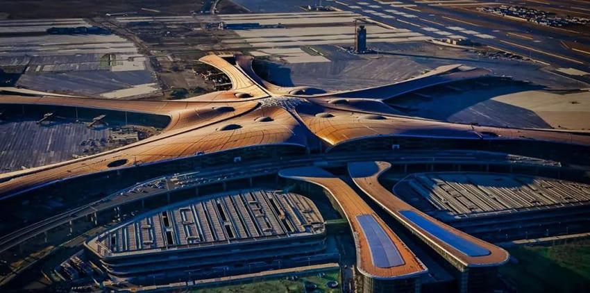 Flughafen von Peking mit energiesparender LED-Beleuchtung