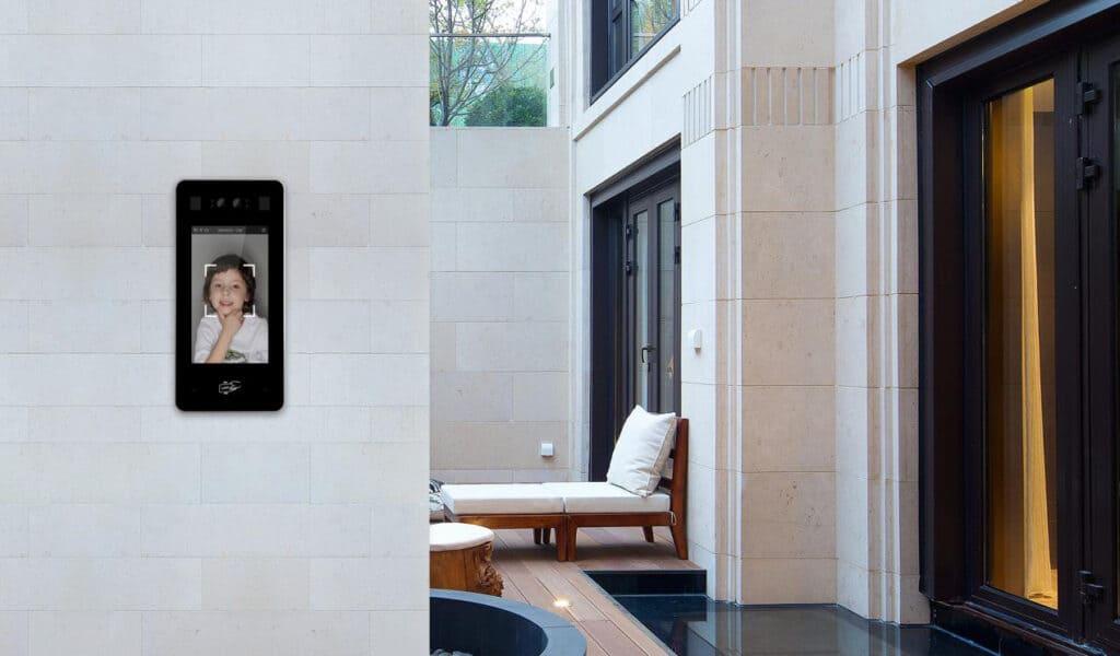 Türsprechanlage als Zutrittskontrolle mit Touchscreen