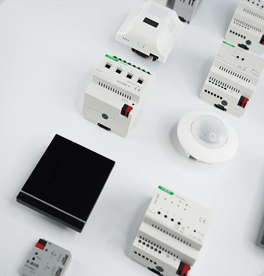 KNX Aktoren, Luftgütesensor und Touchpanel